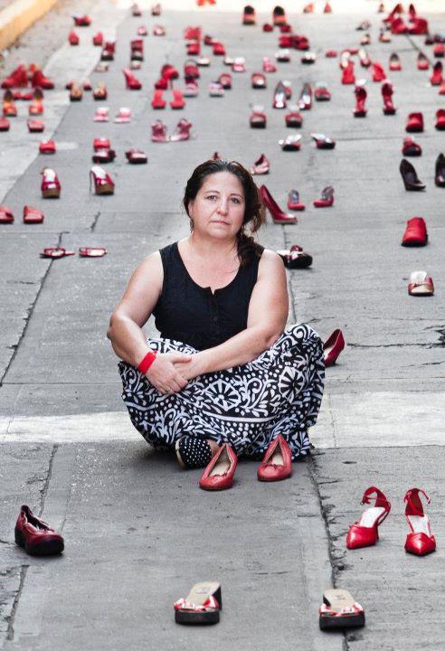 300 Zapatos Rojos per parlar di femminicidio