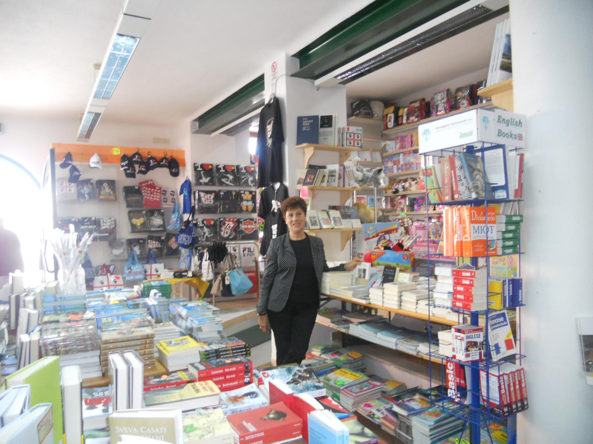 Libreria Roggero: oasi non virtuale per affetti da bibliofilia acuta.