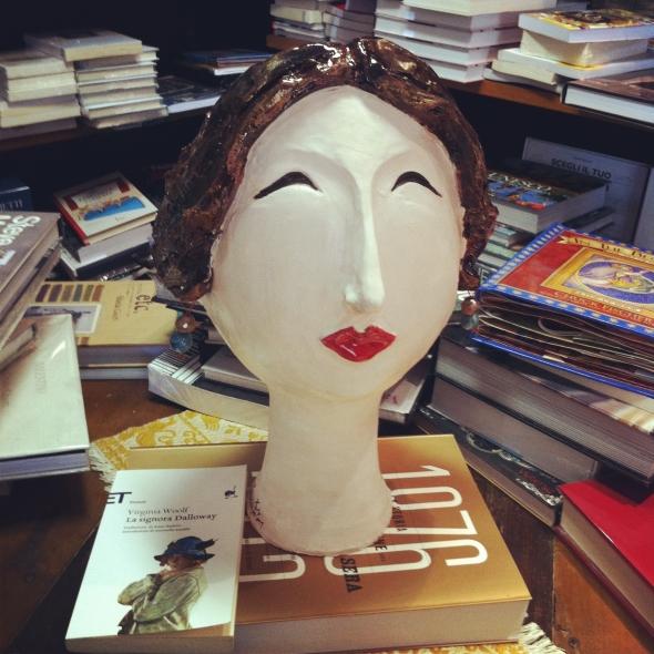 Alla libreria Il Seme fioriscono le teste delle donne.